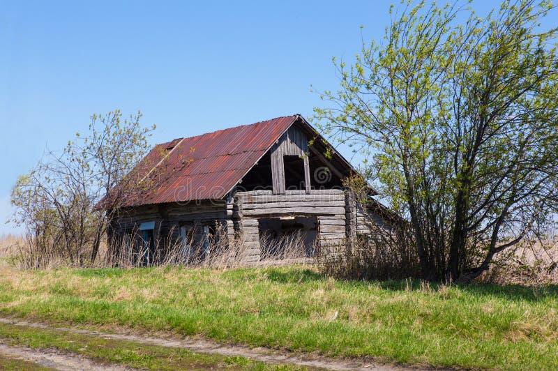 Vieille maison projetée en bois photos stock