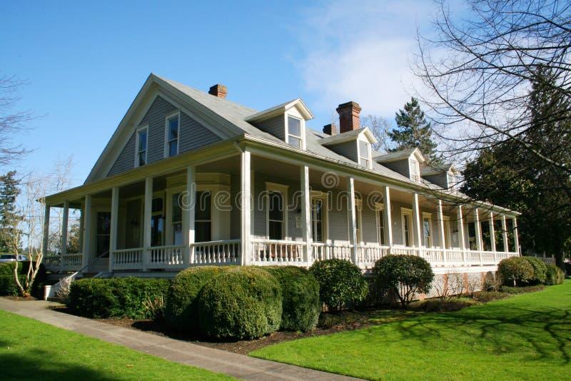 Vieille maison restaurée. images libres de droits
