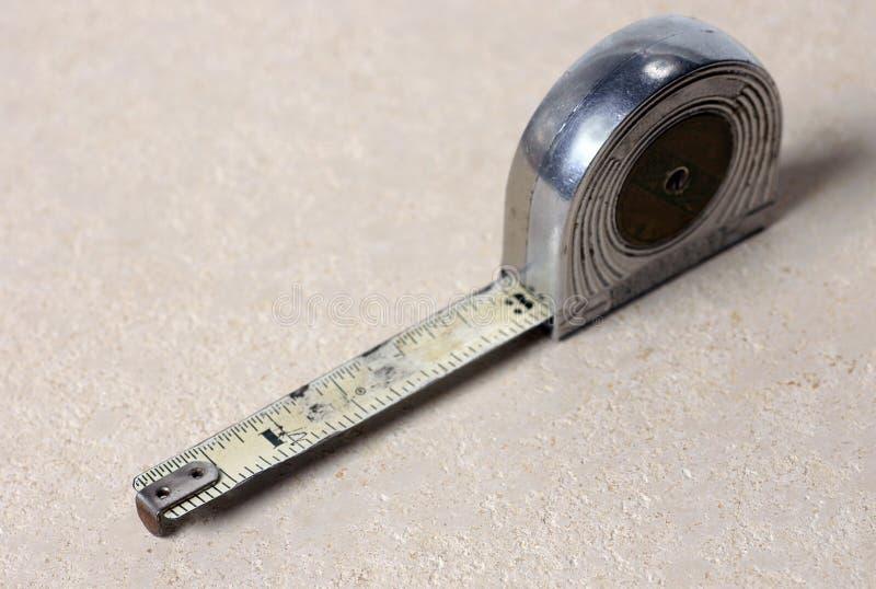 Vieille mesure de bande photos stock