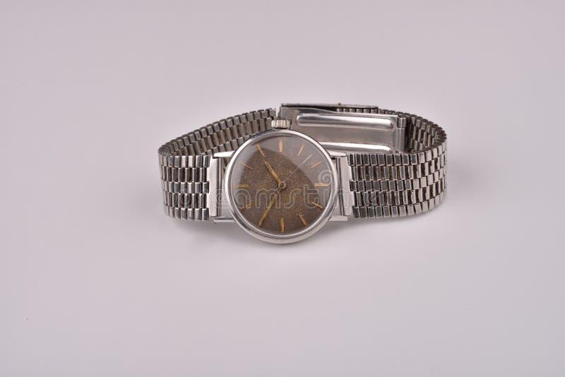 Vieille montre-bracelet classique avec la courroie en métal photo libre de droits
