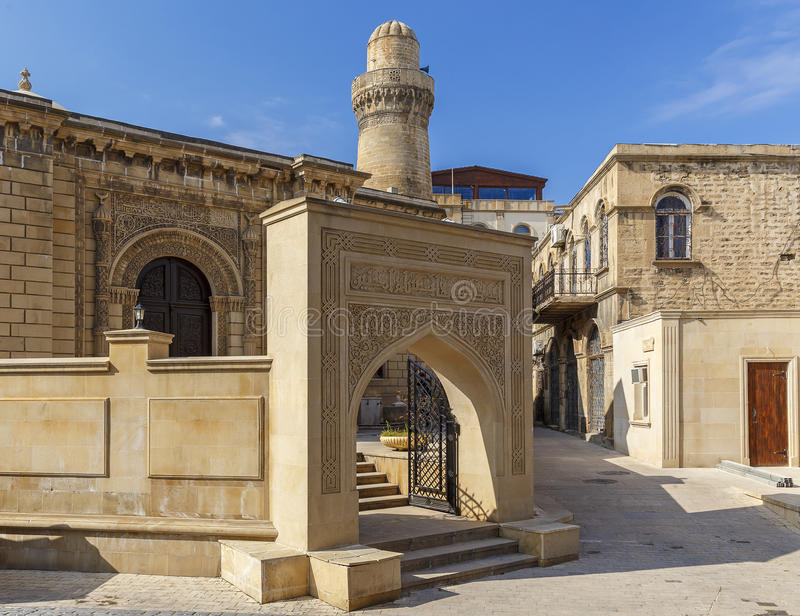 Vieille mosquée dans le fort à Bakou l'azerbaïdjan image libre de droits
