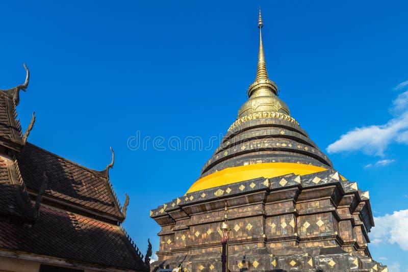 Vieille pagoda de stupa dans le pra de wat ce luang de lampang au lampang Thaïlande images stock