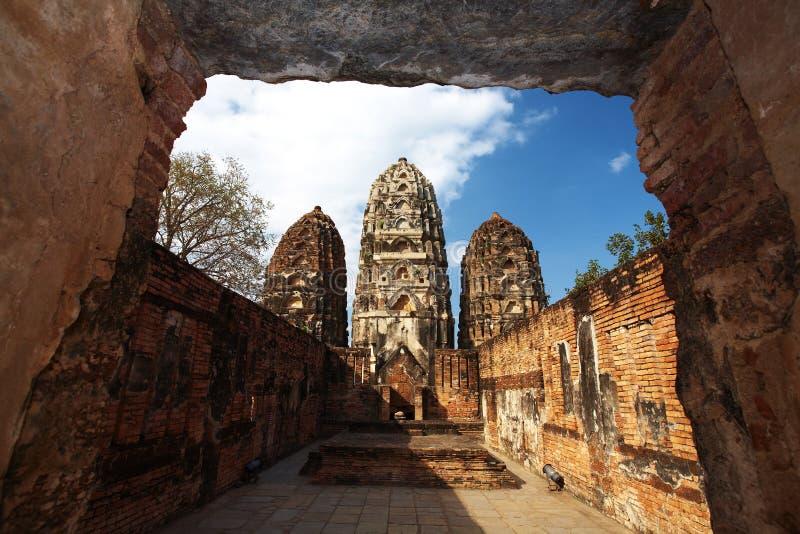 Vieille pagoda et mur de briques rouge images libres de droits