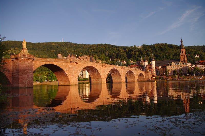 Vieille passerelle de ville, de château et de ville à Heidelberg image libre de droits