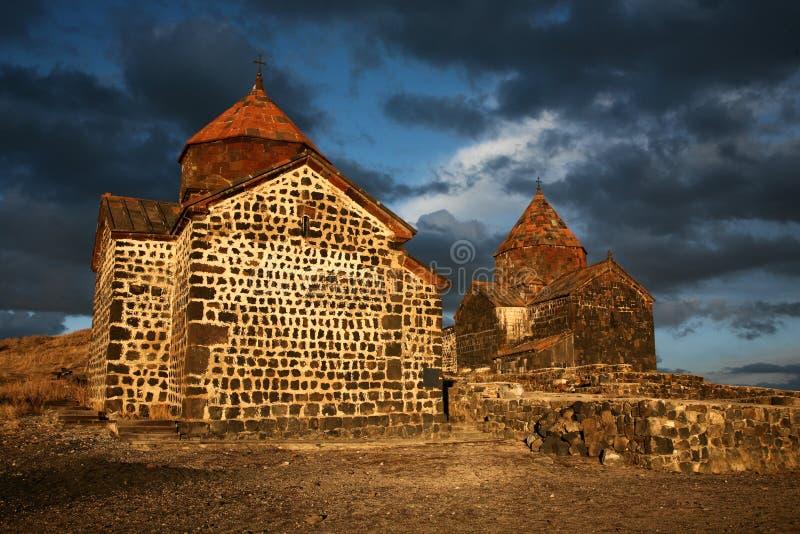 Vieille petite église en pierre en Arménie images stock