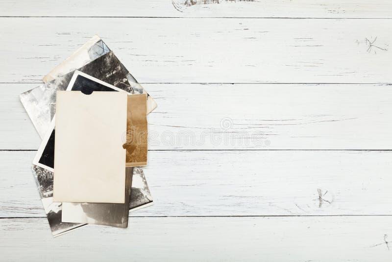 Vieille photo d'album, fond d'image, pile de cadre de cru L'espace de copie pour l'espace photo stock