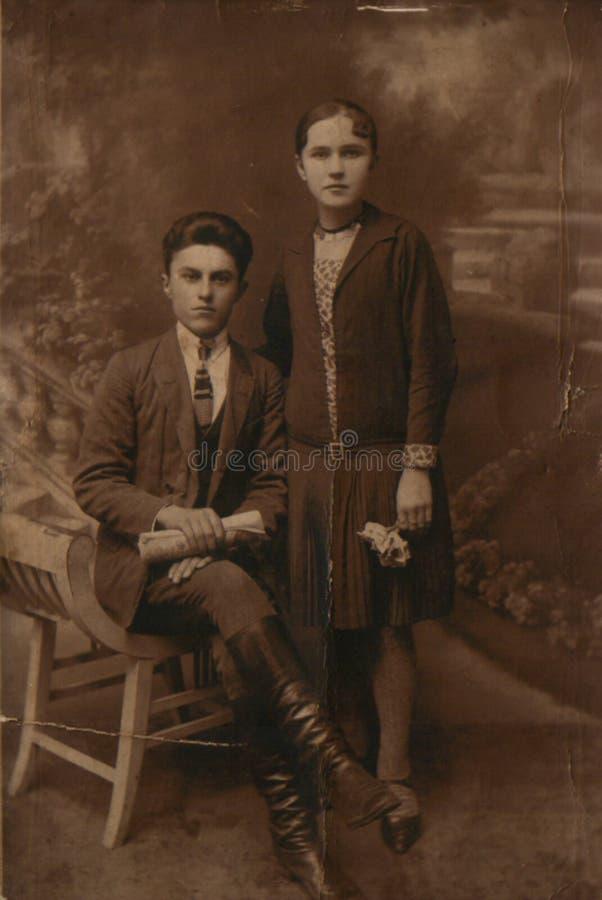 Vieille photographie de frère et de soeur vers 1920 images stock