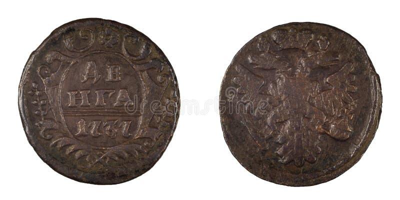 Vieille pièce de monnaie russe Denga 1737 d'isolement photos stock