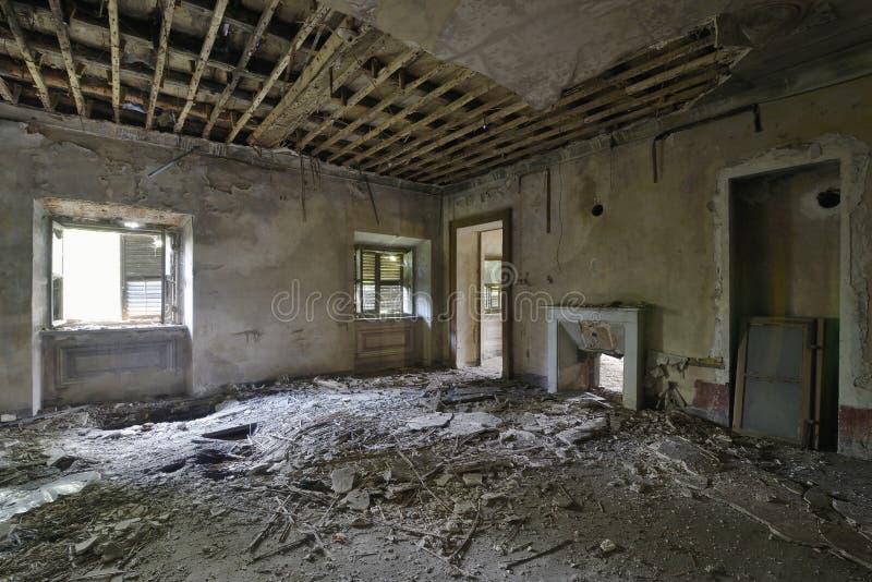 Vieille pièce frescoed abandonnée photographie stock libre de droits