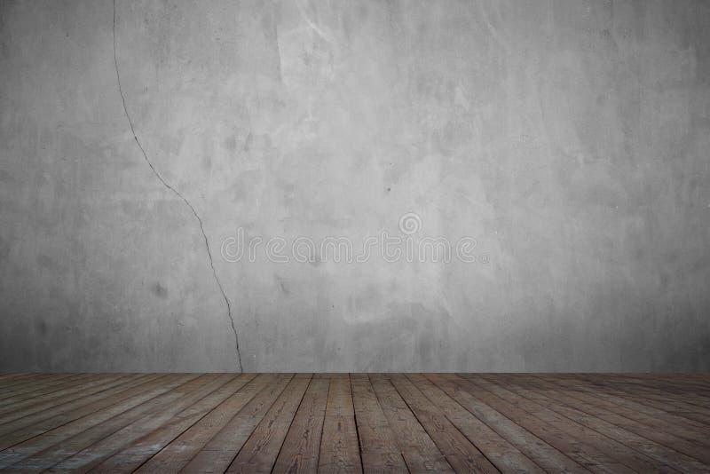 Vieille pièce grunge avec les planches en bois de mur en béton images libres de droits