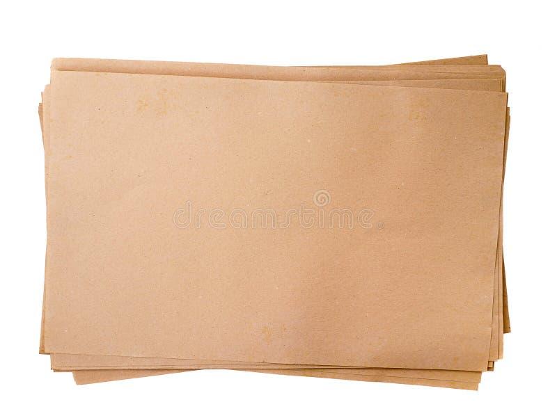 Vieille pile de texture de papiers bruns d'isolement sur le fond blanc images stock