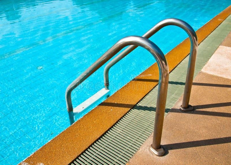 Vieille piscine d'escalier photo libre de droits