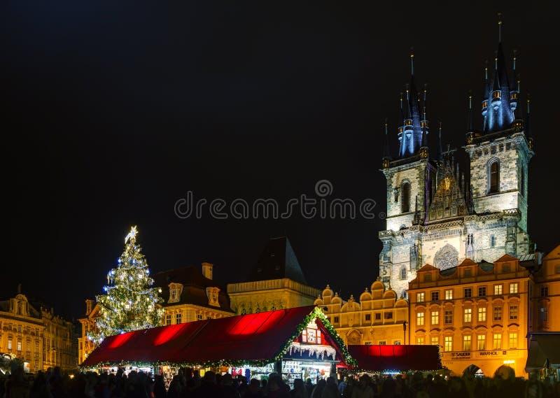 Vieille place avec l'arbre de Noël photographie stock