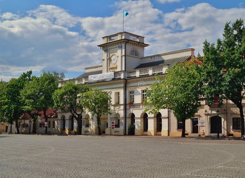 Vieille place du marché dans Lowicz, Pologne image stock