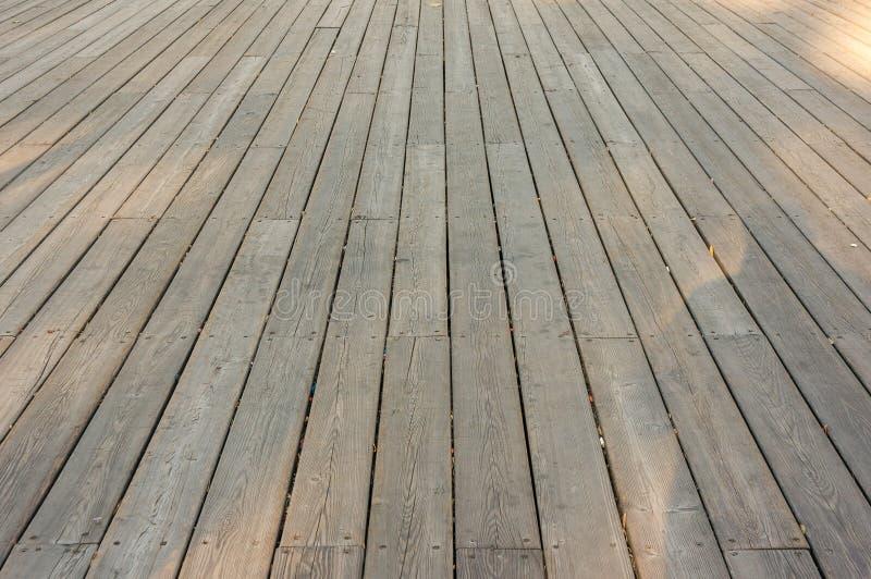 Vieille plate-forme en bois images libres de droits