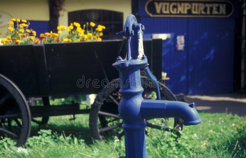 Vieille pompe à eau de fonte, Bornholm au Danemark image stock