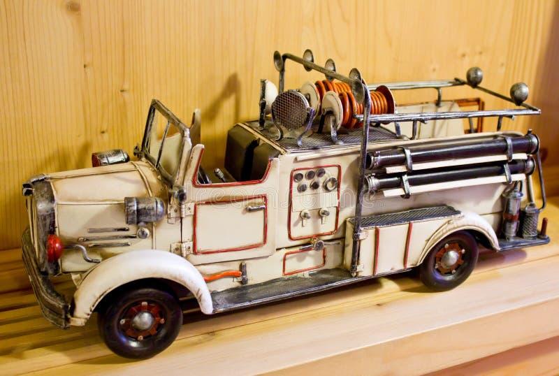 Vieille pompe à incendie de jouet photo libre de droits