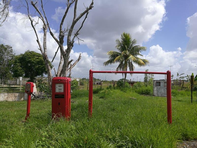 Vieille pompe d'essence photo libre de droits