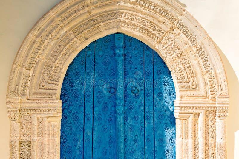 Vieille porte d'église de Panagia Eleousa en village de Kato Lefkara Larn photo stock