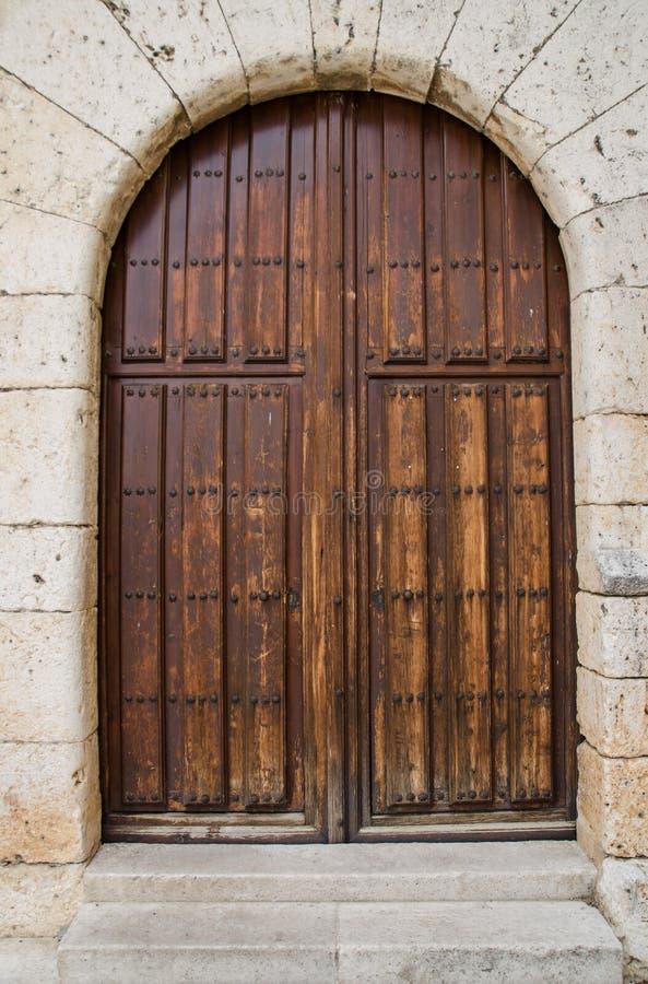 Vieille porte d 39 entr e en bois image stock image du - Vieille porte en bois ...