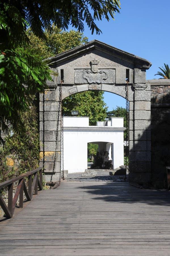 Vieille porte dans la ville coloniale du del Sacramento de Colonia photos libres de droits