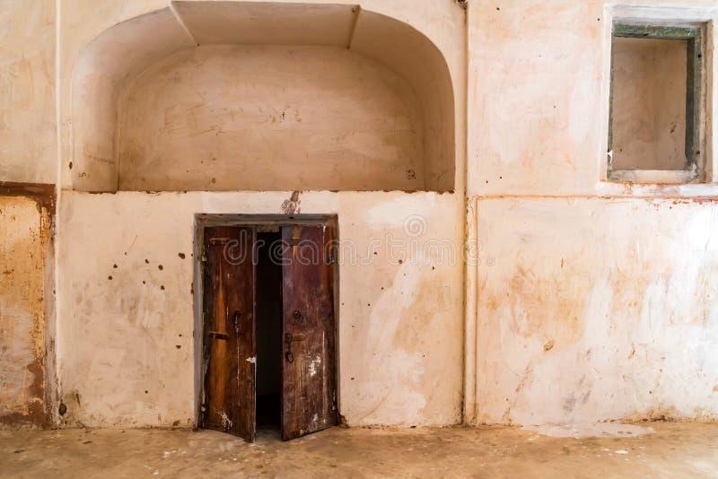 Vieille porte dans le fort d'ambre ou d'Amer à Jaipur, Inde photographie stock libre de droits