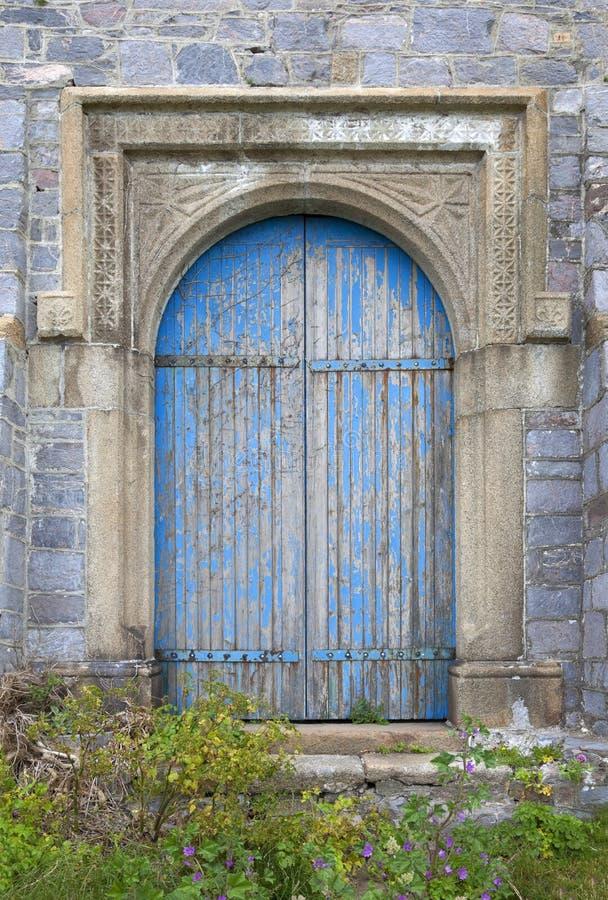 Vieille porte de château photographie stock libre de droits