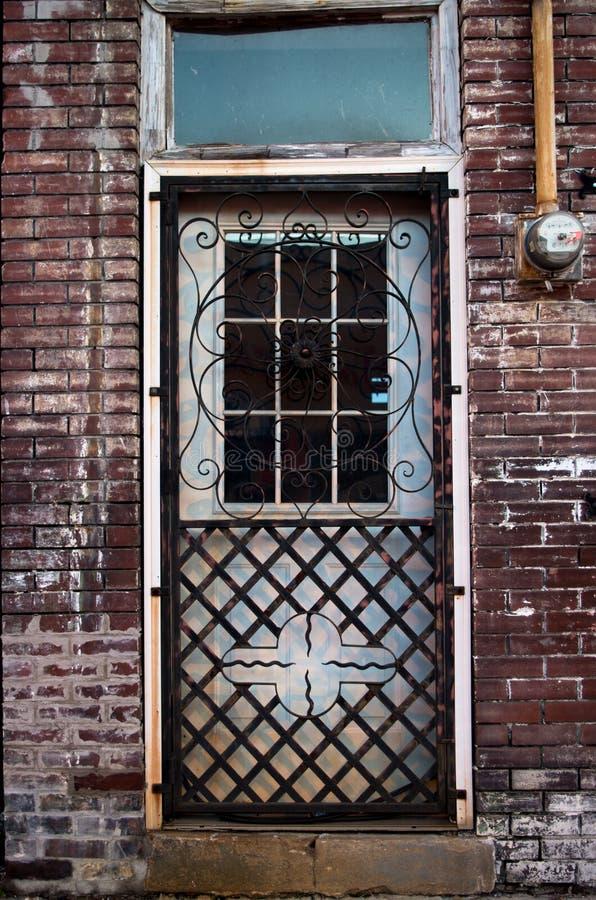 Vieille porte de ferronnerie photo libre de droits