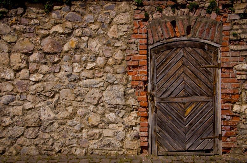 Vieille porte de forteresse photo stock
