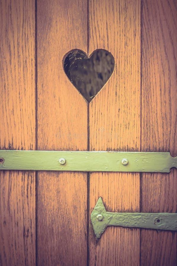 Vieille porte en bois avec la d coration de coeur r tro - Vieille porte en bois ...