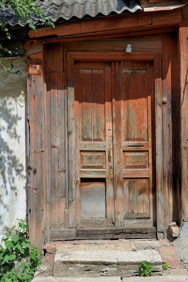 Vieille porte en bois peinte brune image stock image du - Vieille porte en bois a donner ...