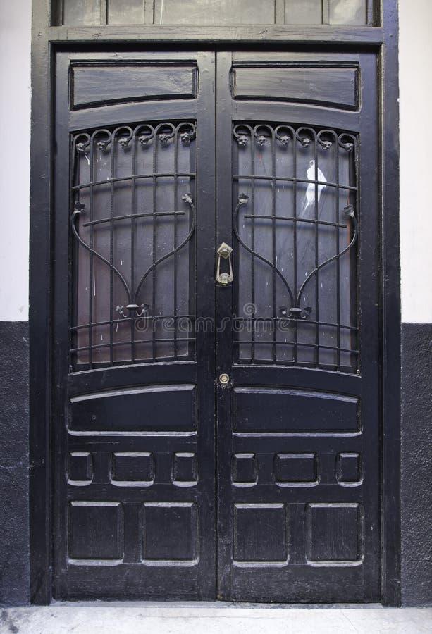 Vieille porte en bois victorienne photographie stock libre de droits