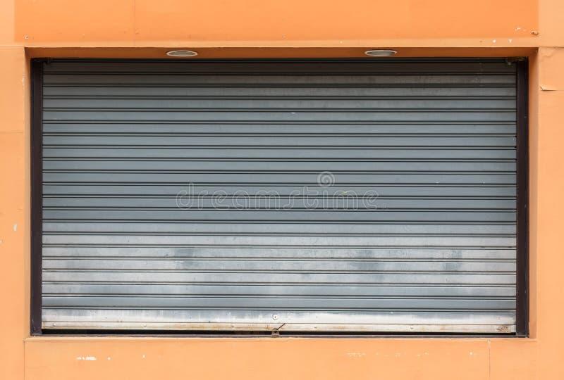 Download Vieille Porte Grise De Volet De Rouleau Photo stock - Image du configuration, industriel: 76087912