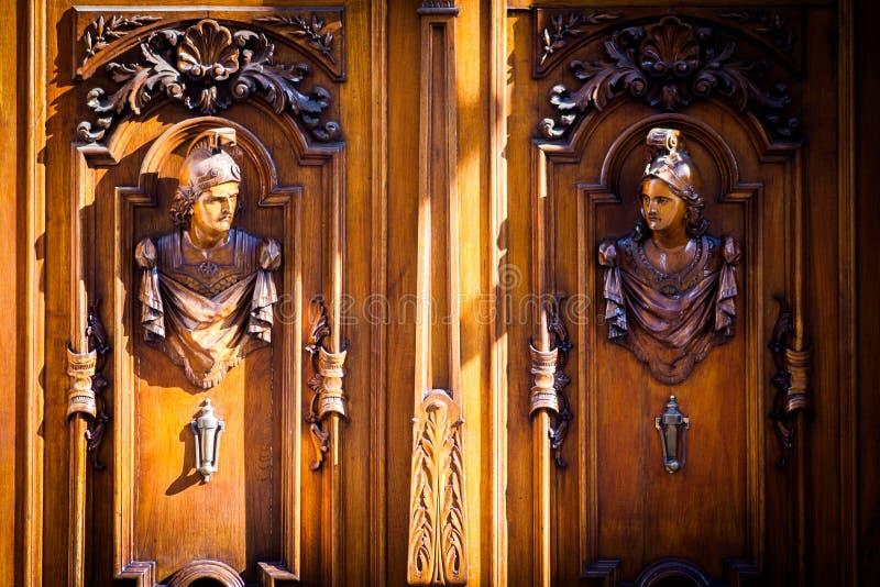 Vieille porte traditionnelle en bois et de fer à Puebla, Mexique photographie stock