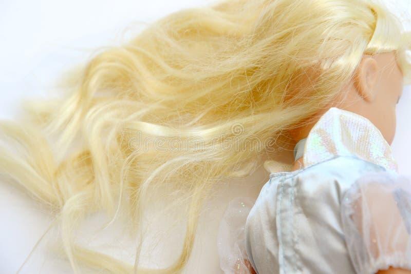 Vieille poupée avec les cheveux blonds photo stock