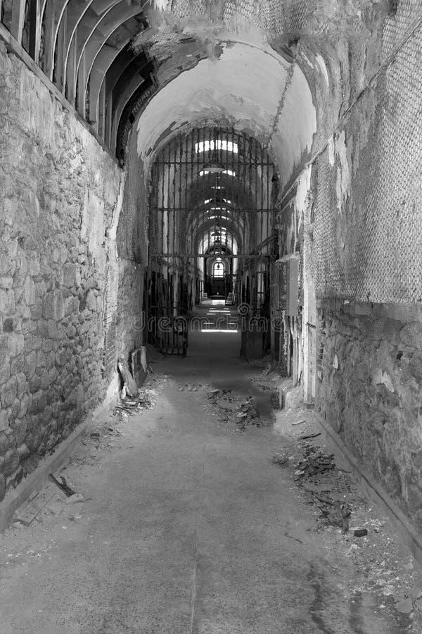 Vieille prison en noir et blanc photos stock