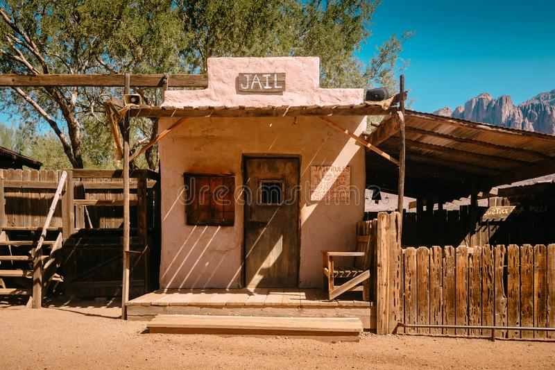 Vieille prison occidentale dans la ville fantôme de mine d'or de terrain aurifère dans Youngsberg, Arizona, Etats-Unis photo libre de droits
