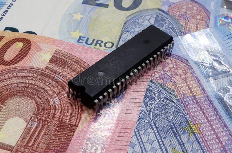 Vieille puce sur d'euro billets de banque image stock