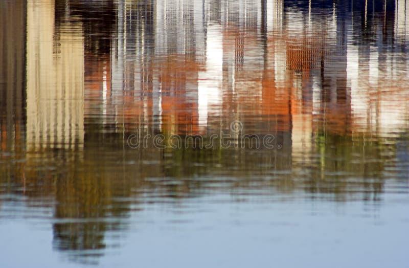 Vieille réflexion de ville photographie stock libre de droits
