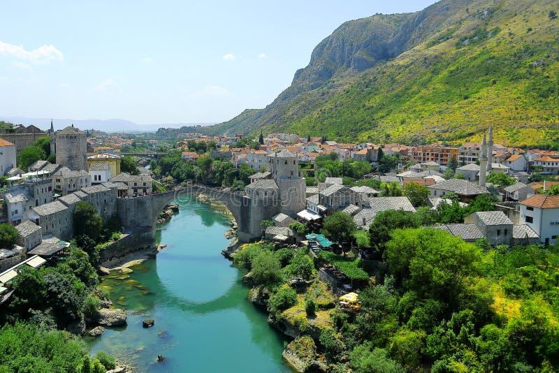 Vieille région de pont de la vieille ville de Mostar images libres de droits