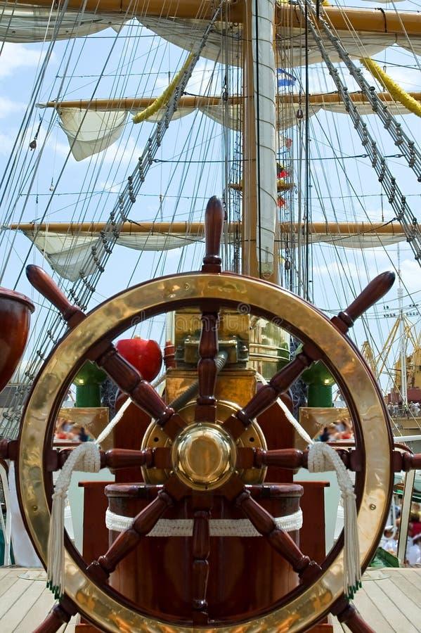 Vieille roue de bateau images libres de droits