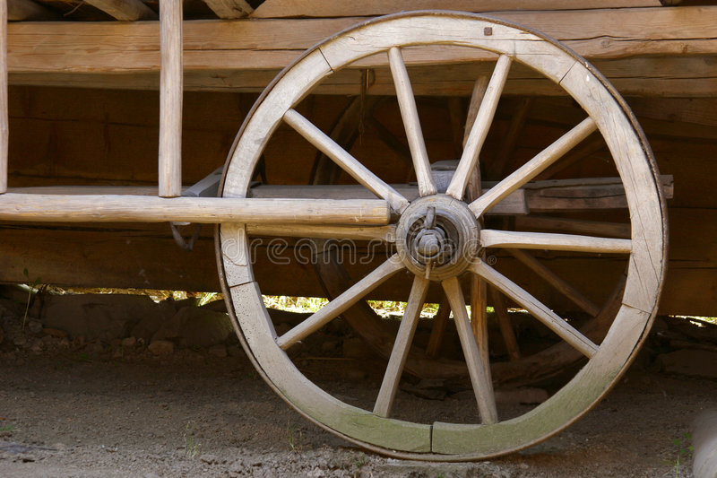 vieille roue en bois photographie stock