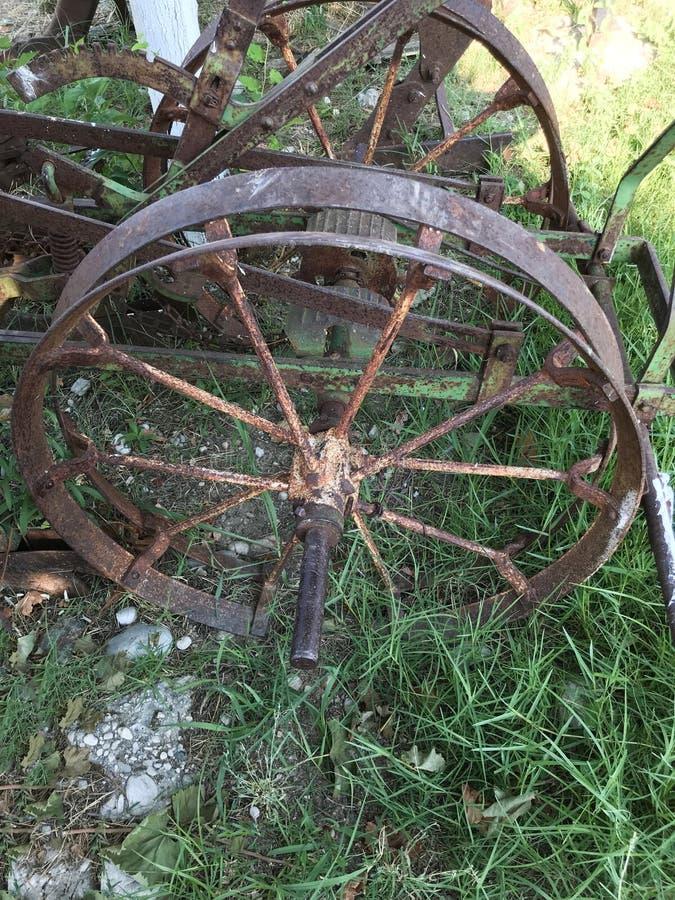 Vieille roue putréfiée de fer photo libre de droits