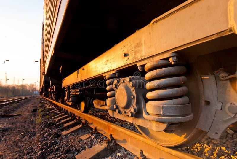 Vieille roue rouillée d'un train de fret photographie stock libre de droits