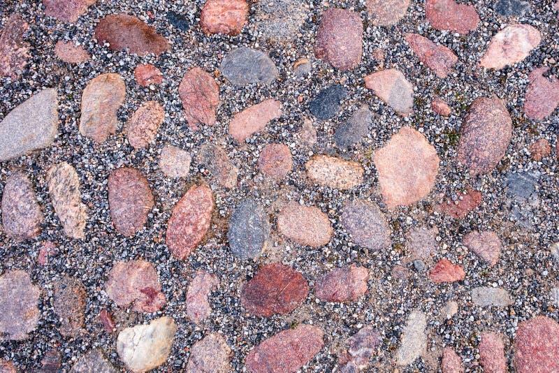 Vieille route pav?e avec des pierres de granit photos libres de droits