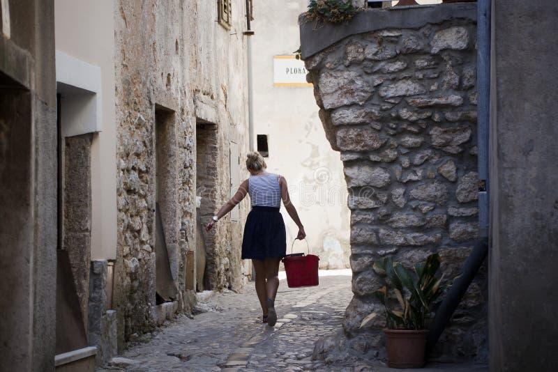 Vieille rue dans la ville médiévale photos stock