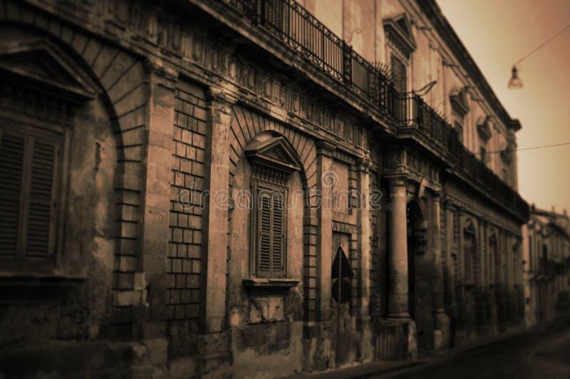 Vieille rue dans Noto, Sicilia image stock