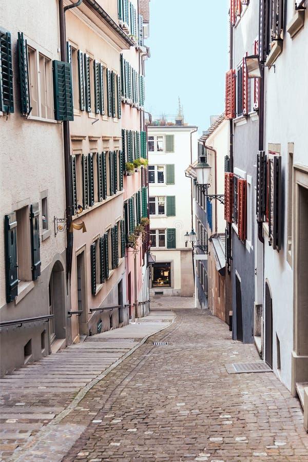 Vieille rue de pavé rond à Zurich, Suisse image libre de droits