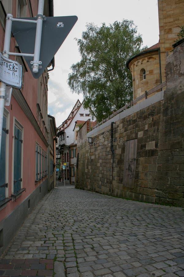 La vieille rue pavée d'Europe images stock