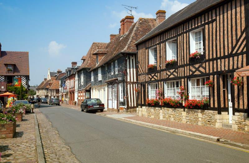 Vieille rue de village étonnant dans les Frances du nord photo stock